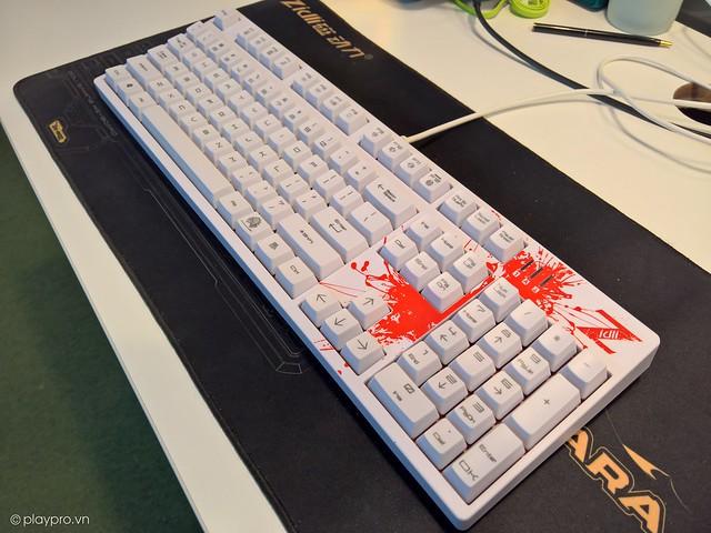ZK1200 phiên bản màu trắng, điểm thêm các họa tiết đỏ ấn tượng