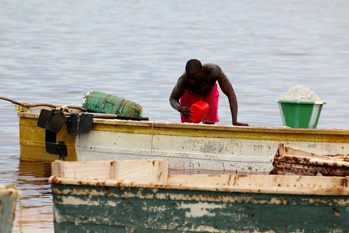 red green man worker boat rose water lagoon salt decay rusty rust rufisque dakar sénégal africa westafrica picmonkey lacrose