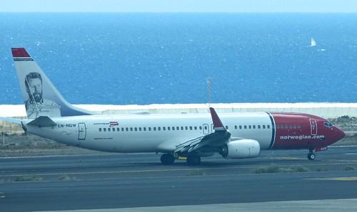 LN-NGW 'Norwegian Air Shuttle' Boeing 737-8JP on 'Dennis Basford's railsroadsrunways.blogspot.co.uk'