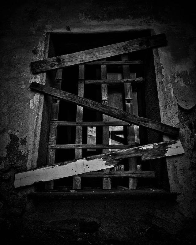 Window #huaweip8 #window #b&w #istantphoto #follow