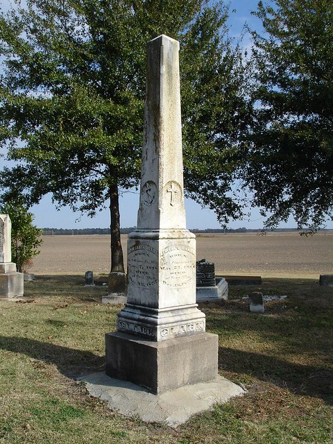 Monument at Doro Plantation