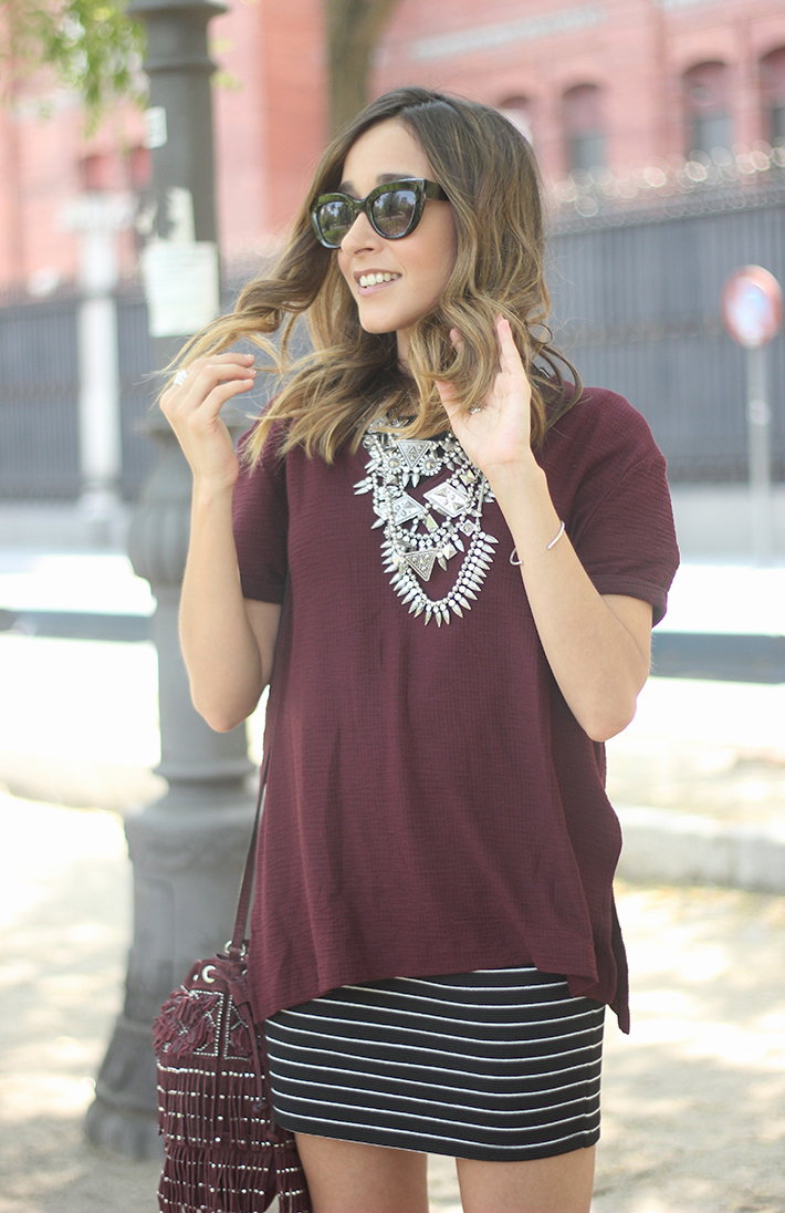 Striped Skirt With Burgundy T-shirt And Fringed Bag Summer Outfit15