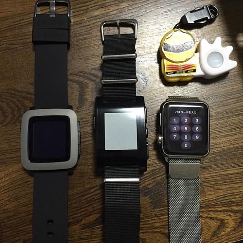 Pebble Time、Pebble、Apple Watchを並べてみました。