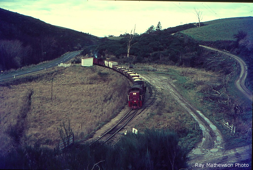 Roxburgh Branch : one of the last trains (perhaps our previously seen at Clarkesville Dj hauled train) on the branch - but we're fairly sure that this is Manuka just West of the tunnel that's now a walkway. The loading bank is still there and the station