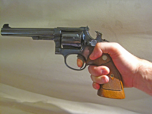 Revolvers... how to grip them? 21312524578_96209ce0bb