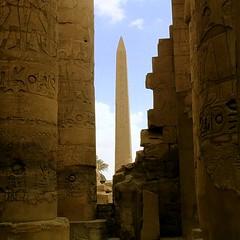 Colones et obelisque