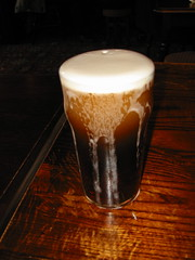 caff㨠macchiato(0.0), stout(1.0), distilled beverage(1.0), coffee(1.0), beer cocktail(1.0), drink(1.0), latte(1.0), pint (us)(1.0), beer(1.0), alcoholic beverage(1.0),