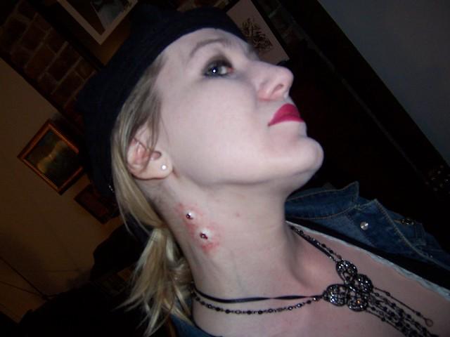 vampires biting people - photo #2