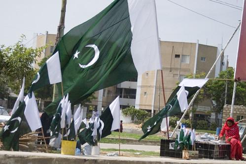 أعلام باكستان ترفرف في ذكرى الاستقلال - تصوير إيجاز عاصي على فليكر، تحت رخصة المشاع الإبداعي.