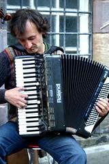 diatonic button accordion(0.0), folk instrument(0.0), button accordion(0.0), accordion(1.0), garmon(1.0), wind instrument(1.0),