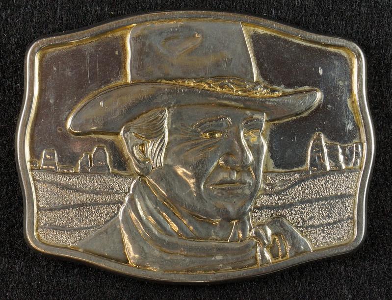 RD15030 John Wayne Belt Buckle Man of the Golden West Olde New England Mint 1985 with Certificate DSC07243