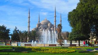 תמונה של The Blue Mosque ליד Eminönü. park blue fountain istanbul mosque sultanahmet camii