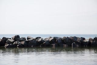 Image de Manitou Beach près de High Park. toronto beach rocks centreisland torontoislands centreislandbeach