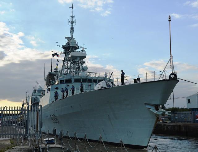 HMCS Winnipeg (6) @ KGV Lock 19-09-15