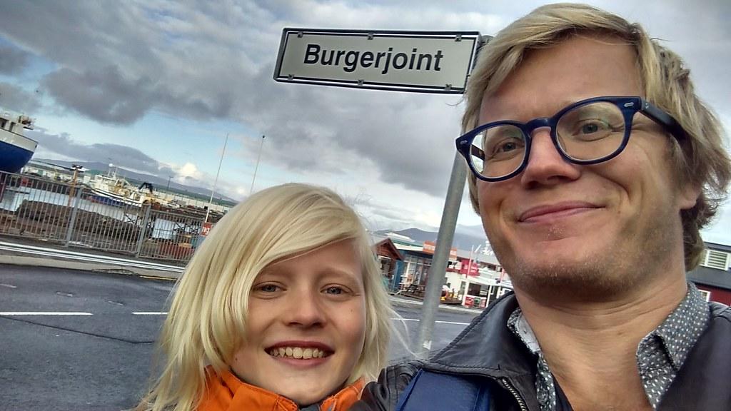Far-søn tur gennem Reykjavik