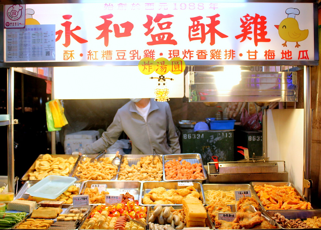 台北夜市小道:桃金娘树夜市燕苏霁咸鸡摊位供应商