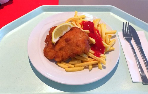 "Turkey steak ""Vienna style"" with french fries / Putenschnitzel ""Wiener Art"" mit Pommes Frites"