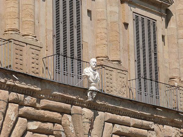 buste sur façade