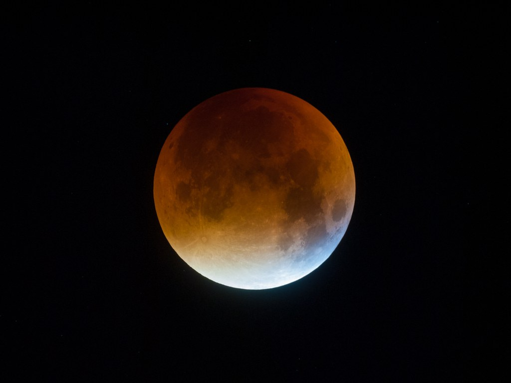 A blue tint in the moon during the Lunar Eclipse 2015