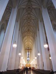 Nave central de la catedral gótica de Munich, Frauenkirche. Construida entre 1468 y 1488 por Jörg von Halsbach y Lucas Rottaler.