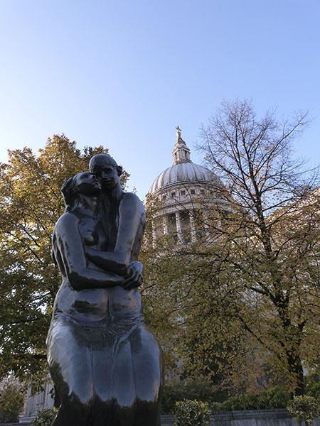 statue derrière Saint-Paul