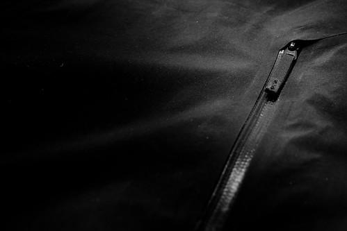 Arc'Teryx A2B Commuter Hardshell - rear pocket zipper