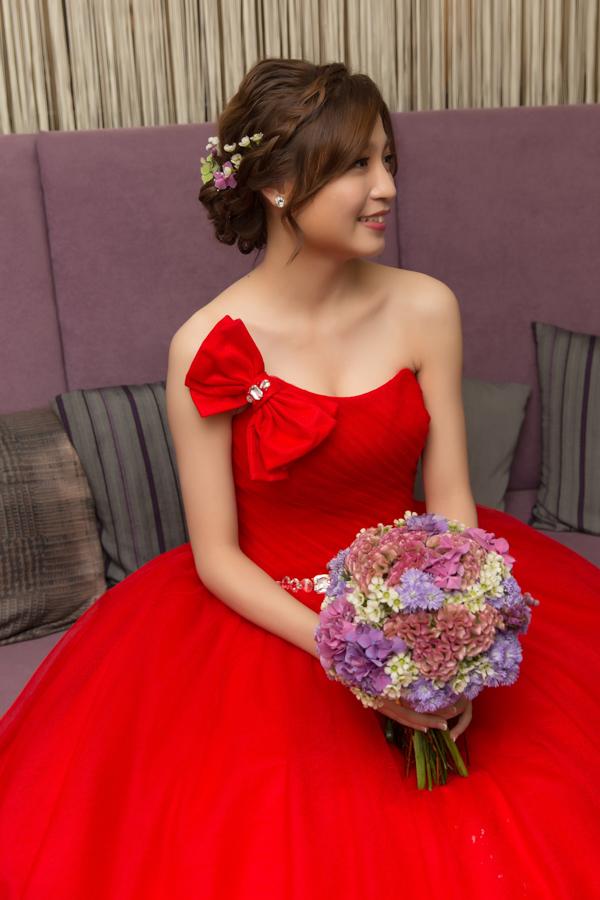鮮花新秘Yuki│紅色禮服│新娘包頭│鮮花造型│新娘頭花│新娘髮型