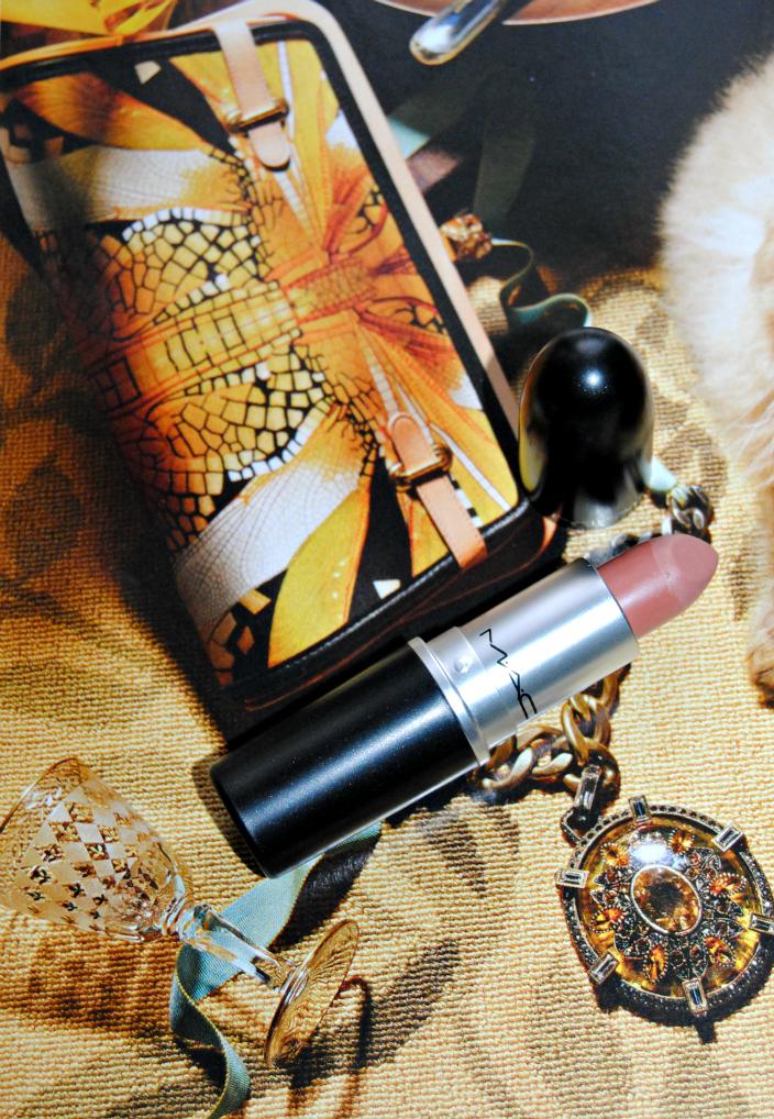 Honey Love MAC Lipstick (01)