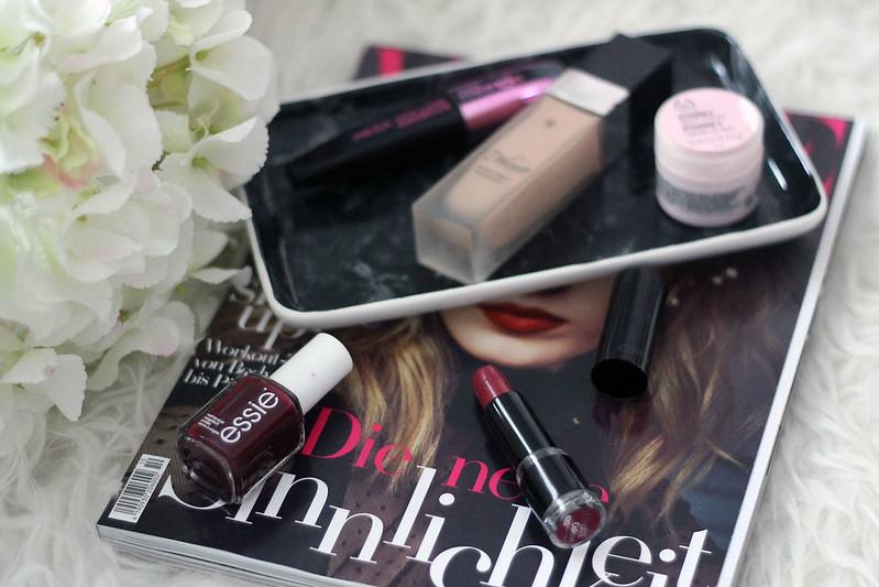 beauty-favoriten-november-beautyblog-essie-nagellack-lippenstift-bordeaux