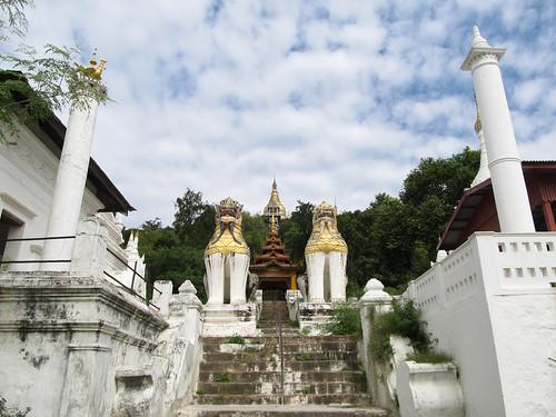 Sagaing: la pagode du vieux moine très gentil