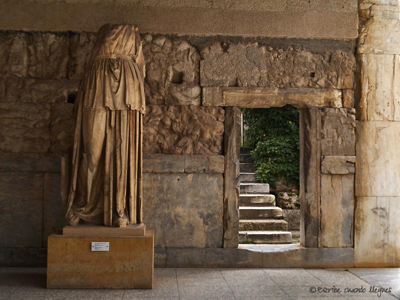 Estatua expuesta en la Stoa de Átalo