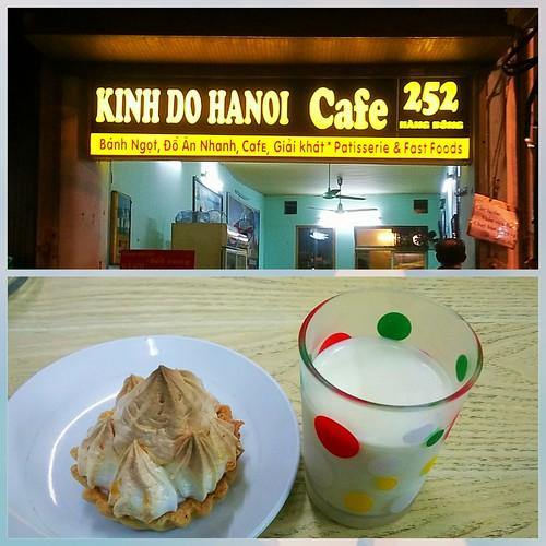 Back to basic. #Indochina vibes, old soul, simple food. Yogurt (really sour 😆) 15k n lemon tart 15k. Other recommendations: #hamburger n #banhmi  #tholovesfood #yogurt #lemontart #suachua #hanoifood #tart #food #indochine #cafe #hanoicafe