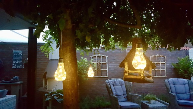 Tuin met lampjes