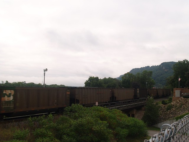 train along the mississippi