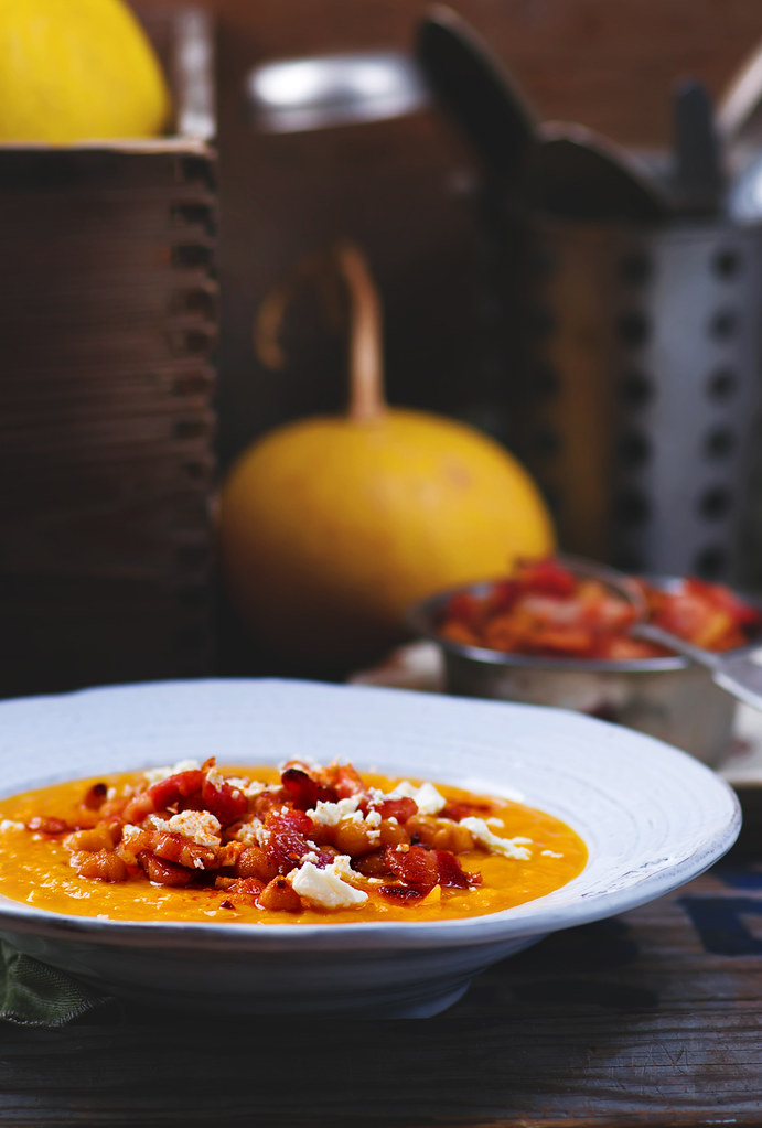 pumpkin soup with cheackpea and bacon