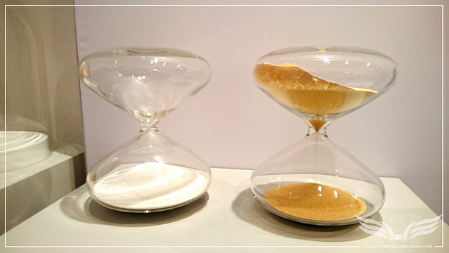 The Establishing Shot: SALONQP 2015 - MARC NEWSON THE HOURGLASS GOLD & SILVER (XPERIA Z3 PHONE PHOTO) - SAATCHI GALLERY, LONDON
