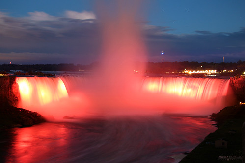 andreamoscato canada america view vista vivid overlook water acqua river riflesso reflection fiume freshwater night notte notturno evening dark shadow light luce ombra paesaggio parco park landscape blue red yellow sky cielo nature natura nuvole natural naturale nationalpark waves vapore waterfall steam