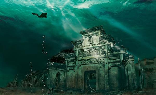 <strong>Thành phố dưới nước Shicheng </strong>nổi tiếng ở Trung Quốc bởi đã tồn tại hơn 1.300 năm dưới mặt nước. Đến nay, thành phố này vẫn giữ được nguyên vẻ đẹp cổ kính nhờ đắm chìm dưới dòng nước lạnh.