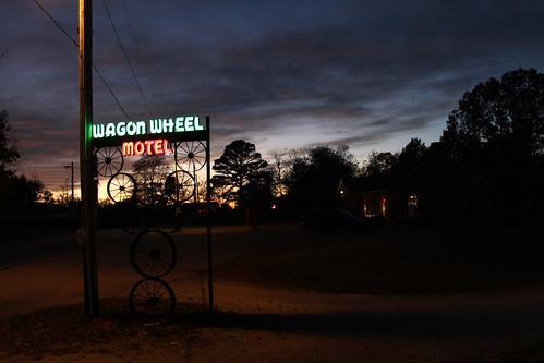 sunset route66 neon cuba nighttime missouri wagonwheelmotel
