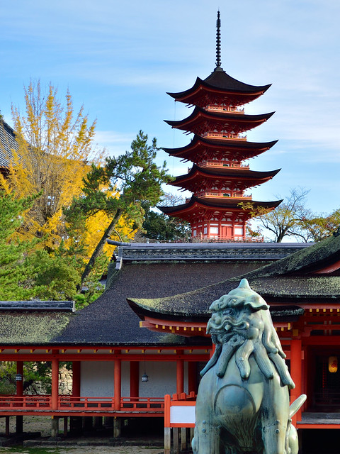 五重塔_厳島神社境内から Five-Tiered Pagoda