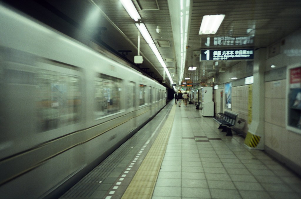 Tokyo, Japan / KODAK 500T 5219 / Lomo LC-A+ 東京來了好多次了,好像不需要特別規劃行程也可以很隨意的逛。  東京已經不像是我的旅遊城市了,它比較像是在一段慢長時間裡、逐漸快被淡忘而回來懷念記憶的地方。  東京不再有當時第一次旅遊的驚奇感了,但或許我可以稍微平靜一點的慢慢紀錄這個城市。  即使忘記了,下次還會有機會再回來。  Lomo LC-A+ KODAK 500T 5219 V3 7393-0038 2016-05-22 Photo by Toomore