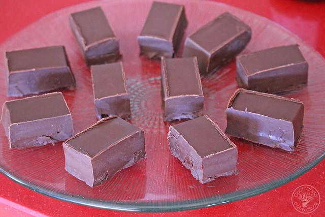 Bombones de chocolate, aove, guindilla y sal www.cocinandoentreolivos.com (12)