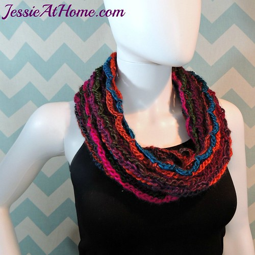 Nettie's-Super-Simple-Cowl-free-crochet-pattern-by-Jessie-At-Home-3