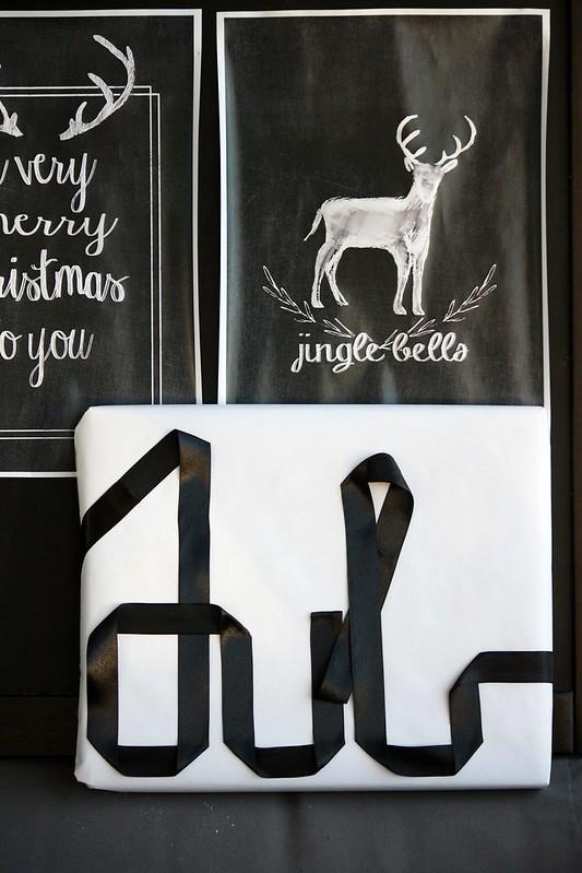 Mustavalkoinen lahjapaketti Kaikki Paketissa