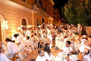 Noicattaro. Cena in Bianco front