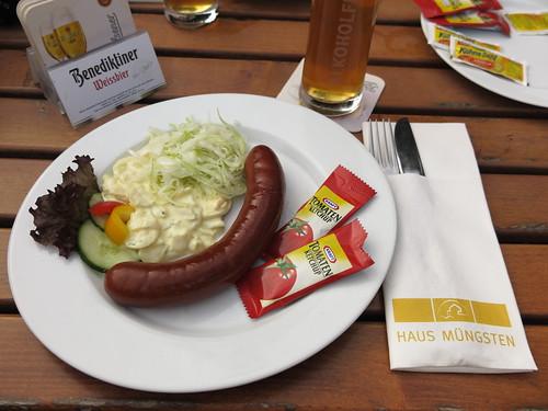 Pferdebockwurst mit Kartoffel- und Krautsalat im Haus Müngsten