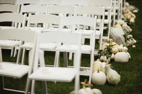 white-pumpkins-wedding-aisle