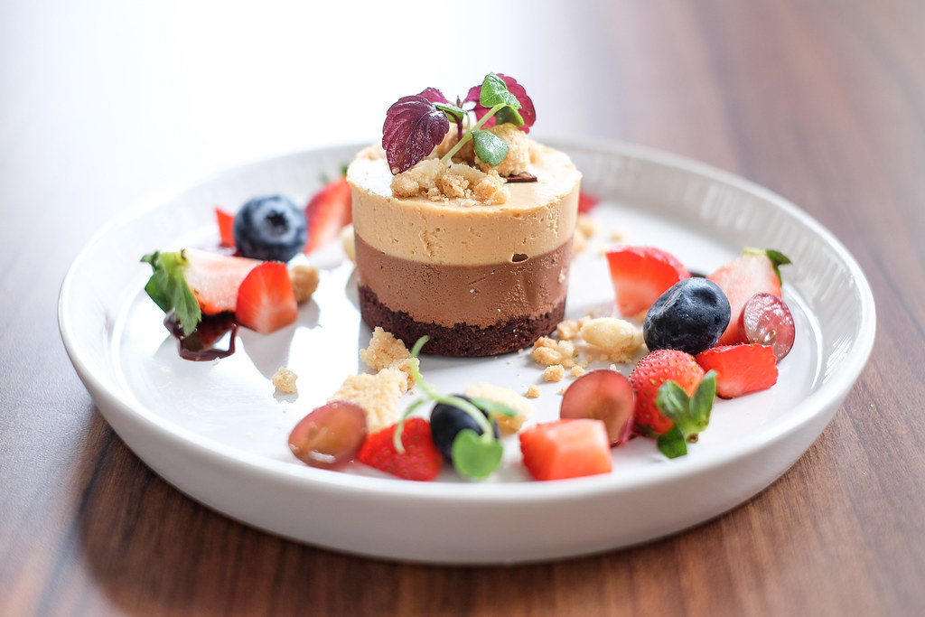 Lighthouse Bistro & Bar: Salted Chocolate & Caramel cake