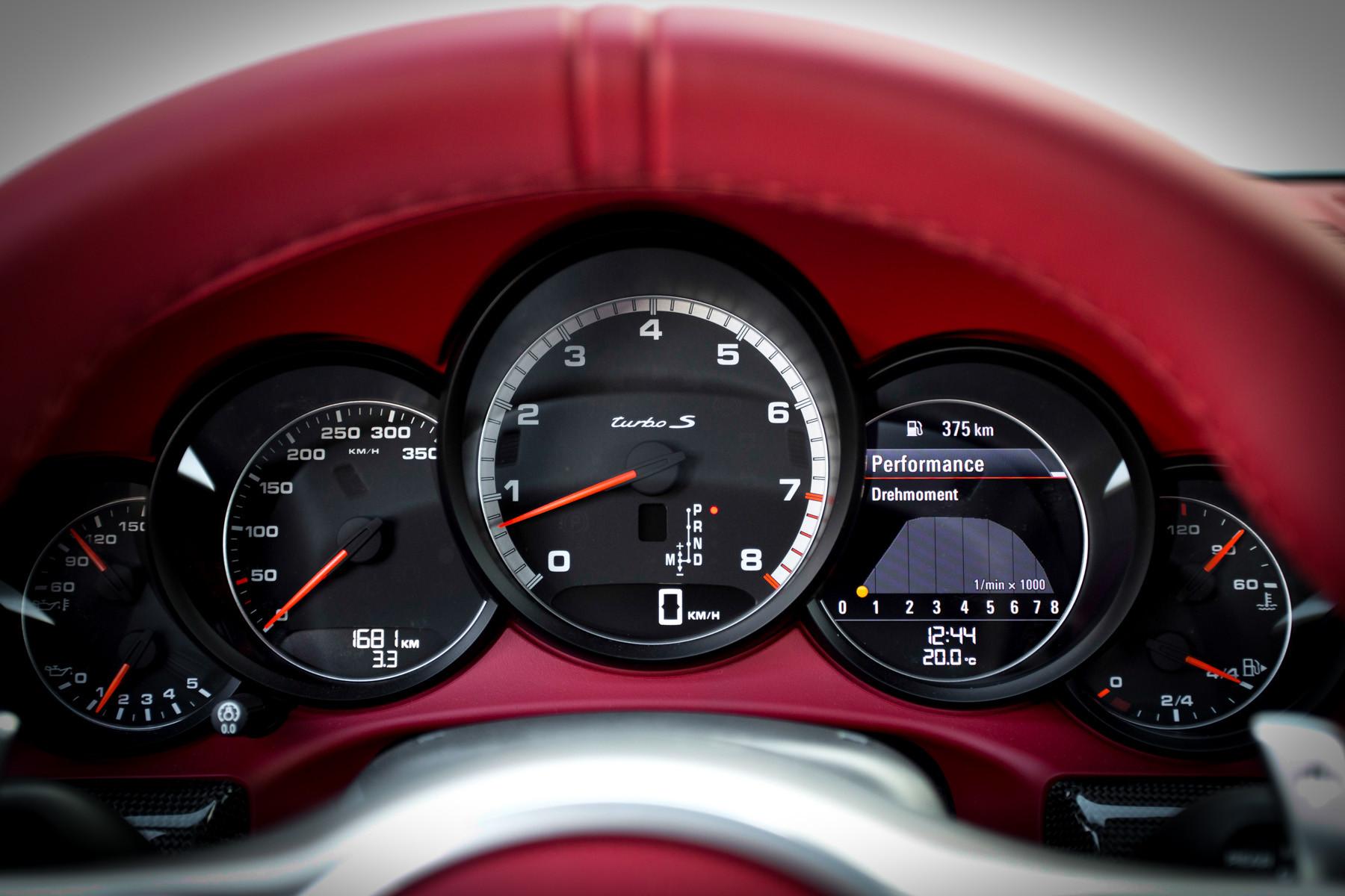 Приборная панель Porsche 911 в кузове 991