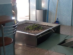 Βγάζοντας ελαιόλαδο στο ελαιουργείο του κ. Λοίζου Χάρπου στα Μαριτσά